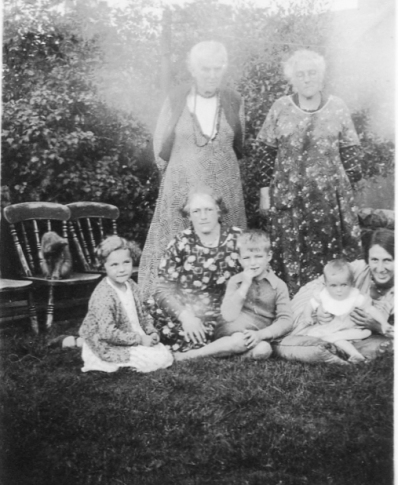 Granny & her sister; Rena G (cousin), Nana, Ian, Craigie & Aunt Jessie