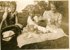 Ian, Craigie & Auntie Nettie